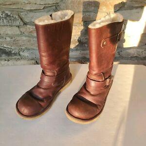 UGG Women's Kensington Brown Leather Sheepskin Lined Boots. Size 7