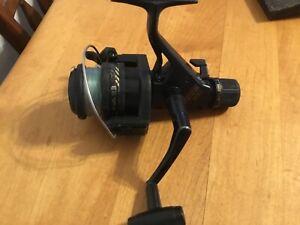Shimano FX300 spinning reel