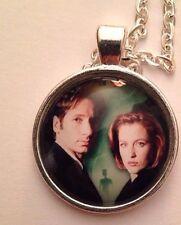The X-Files Mulder & Skully Necklace UFO Aliens Green Men