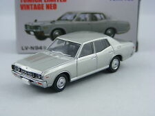 Nissan Gloria 2000SGL in silber,Tomica Tomytec Limited Vintage Neo LV-N94b, 1/64