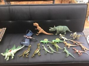 18 x Jurassic Park Dinosaurs T Rex Velociraptor Triceratops played with spares