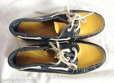 Chaussures de bateau, cuir bleu marine et jaune, Kickers, P 38.