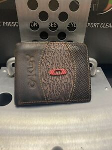 + Oakley Brown Leather Vintage Zipper Wallet Used Fast Free S/H