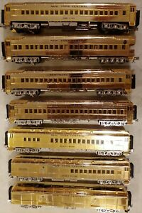 MTH 20-4029 NYC 7 Gold Plated Millennuim Baggage & Observation 4 Passenger Cars
