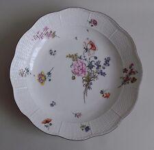 Meissen. Important plat en porcelaine décor polychrome floral, XVIIIe siècle