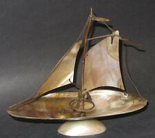 ANCIEN ENCRIER BATEAU VOILIER EN NACRE ANTIQUE MOTHER OF PEARL INKWELL