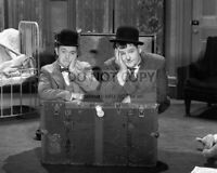 STAN LAUREL AND OLIVER HARDY - 8X10 PUBLICITY PHOTO (SP546)