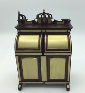 Dolls House 'Glenowen' Collector's Cabinet