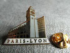 RARE PINS PIN'S - TRAIN 73 - TGV - PARIS LYON - GARE - Signé TABLO * EGF *