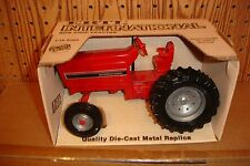 1/16 International 3088 row crop tractor - old stock, new in the box