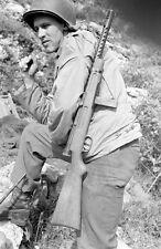 WW2 Photo WWII Beretta 38  Submachine Gun  10th Mountain Soldier Italy  / 1402