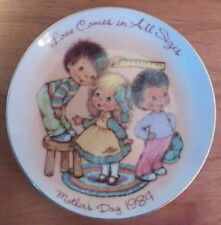 "Avon Love Comes 1984 Mother's Day Plate Porcelain 22K Gold Trim 5"" Euc"