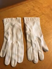 vintage womens white gloves sieze small with beads Dawnelle