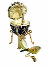 Copie oeuf de Fabergé bleu - Fleur contenant un pendentif