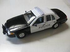 1:24 SCALE WELLY 1999 FORD CROWN VICTORIA B/W DIECAST POLICE W/O BOX
