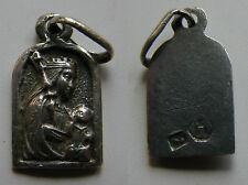MEDALLA ANTIGUA RELIGIOSA DE NSTRA. SRA DE MONTSERRAT . PLATA . 0,5 gr / 6x9 mm