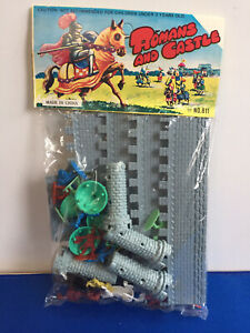 GIANT TOY COMPANY(REISSUE)OF THE ROMAN SOLDIERS AND A CASTLE PLAYSET NOS