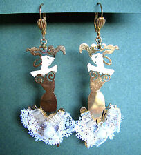 1308 / BOUCLES D'OREILLE PERCEES  EMAILLEES / ROBE DE BAL