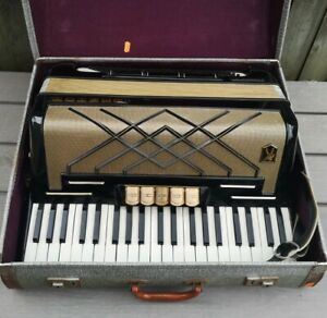 Hohner Virtuola III Piano Accordion    +   Case - Made in GERMANY