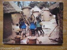 carte postale Postcard AFRIQUE Groupe de pileuses preparant le repas