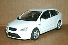 1/38 Scale 2005 Ford Focus ST Hatchback Diecast Model White Car - Welly 42378