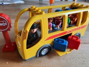 Lego Duplo Reisebus mit Fahrer und 4 Figuren, 2 Koffer und Verkehrszeichen