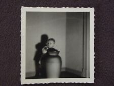 TODDLER STANDING BEHIND LARGE CERAMIC VASE WITH SHADOW 1920's Vtg ABSTRACT PHOTO