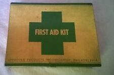 FIRST AID KIT Metal Box APPROVED PRODUCTS INCORPORATED PHILADELPHIA Green Cross
