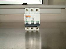 Merlin Gerin C60HD 1A D1 3 Pôles Disjoncteur 415V 25723 3 Phases Triple 1 Ampère