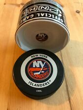 New in tube 2000 OFFICIAL NHL GAME PUCK - NEW YORK ISLANDERS - InGlasCo/Bettman
