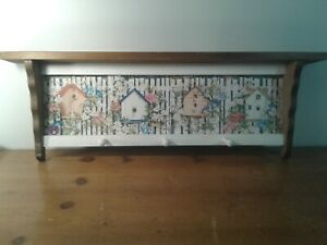 WOODEN WALL SHELF WITH PAINTED BIRD HOUSES  3 PEGS