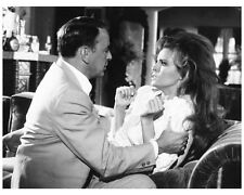 LADY IN CEMENT scene still FRANK SINATRA & RAQUEL WELCH - (L285)