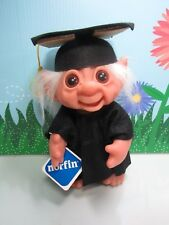 "1977 GRADUATE WITH HANG TAG IN FELT OUTFIT - 9"" Dam Norfin Troll Doll - NEW"