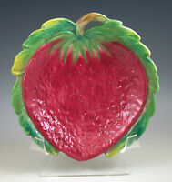 ANTIQUE UGO ZACCAGNINI MAJOLICA STRAWBERRY PLATE - SIGNED