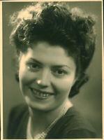 Photo ancienne femme posant en studio photographe J. Michenneau Cholet