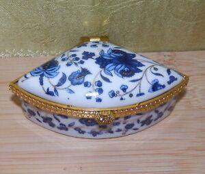 Lovely vintage fan-shaped trinket dish