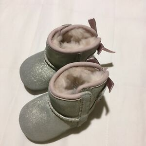 NEW UGG BABY GIRLS BOOTS SZ 0/1 SILVER WITH PINK BOWS