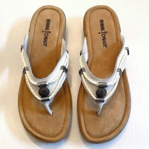 Minnetonka EUC Silverbay White Leather Thong Sandals Size 7 Beaded Braid No Box
