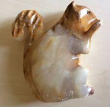 belle sculpture taillée dans la pierre dense une écureuil 3x9x10 cm 325 gr. .D12