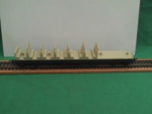 AIRFIX RAILWAY 54250-0 BRAKE 1st/3rd SUBURBAN COACH CHASSIS W/SEATING IN V.G.C.