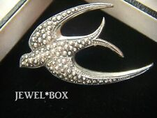 VINTAGE 1950s SIGNED GLOBUS ADORABLE SWALLOW SWIFT FAUX MARCASITE BIRD BROOCH