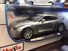 Maisto 1:18 Scale Special Edition Diecast Model - 2009 Nissan GTR (Silver)