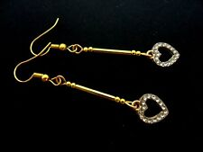 A PAIR GOLD PLATED RHINESTONE/DIAMANTE DANGLY HEART EARRINGS. NEW.