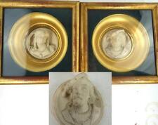 Paire antique plâtre relief portrait plaques doré monté cadres