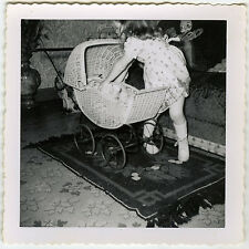 PHOTO ANCIENNE - VINTAGE SNAPSHOT -ENFANT JOUET LANDAU POUPÉE - CHILD OLD TOY