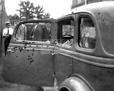 BONNIE PARKER AND CLYDE BARROW 1932 FORD V-8 THEY DIED IN - 8X10 PHOTO (DA-155)