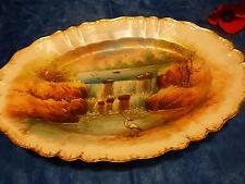 beau plat ovale peint main ??? dorures ,chutes d eaux , héron  décor ou service