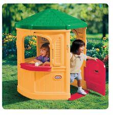 casetta bimbi gioco giardino esterno con porta finestre lavello e fornello
