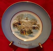 "Wedgwood/Avon 1977 Christmas Plate ""Carollers In The Snow"" 5th Ed"