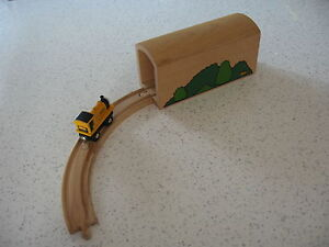 TUNNEL LARGE FOR WOODEN TRAIN TRACK  ( Foliage Thomas ) ~ GENUINE BRIO d